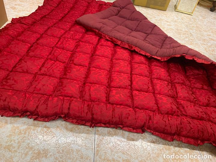 Antigüedades: Extraordinaria colcha antigua adamascada, ideal tambien para alfombra de juegos... Impecable - Foto 4 - 210047996