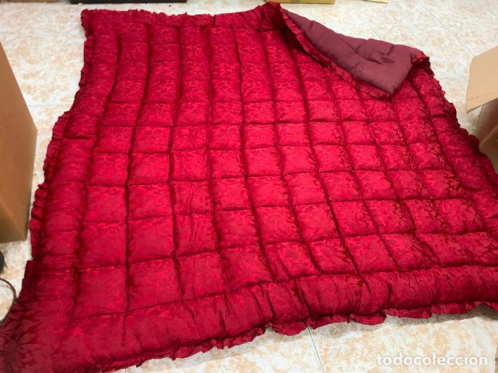 Antigüedades: Extraordinaria colcha antigua adamascada, ideal tambien para alfombra de juegos... Impecable - Foto 7 - 210047996