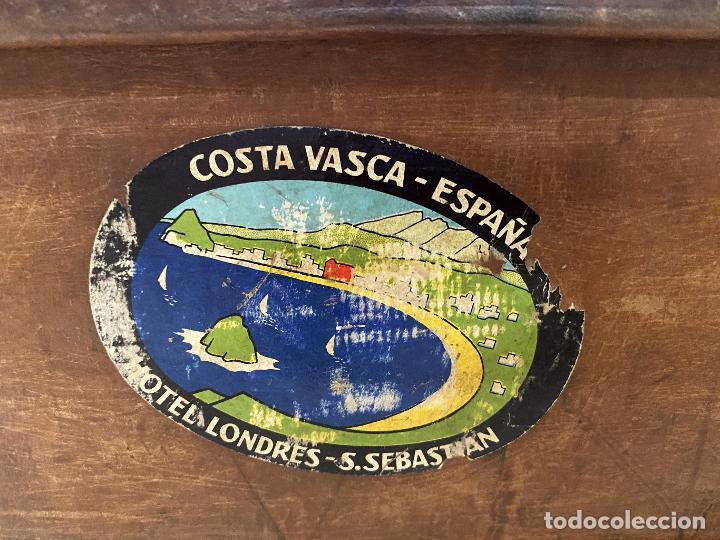 Antigüedades: Maleta de cuero antigua, etiquetas originales, Ritz barcelona, Costa vasca, Gijón, Iberia, limpia - Foto 6 - 210075683