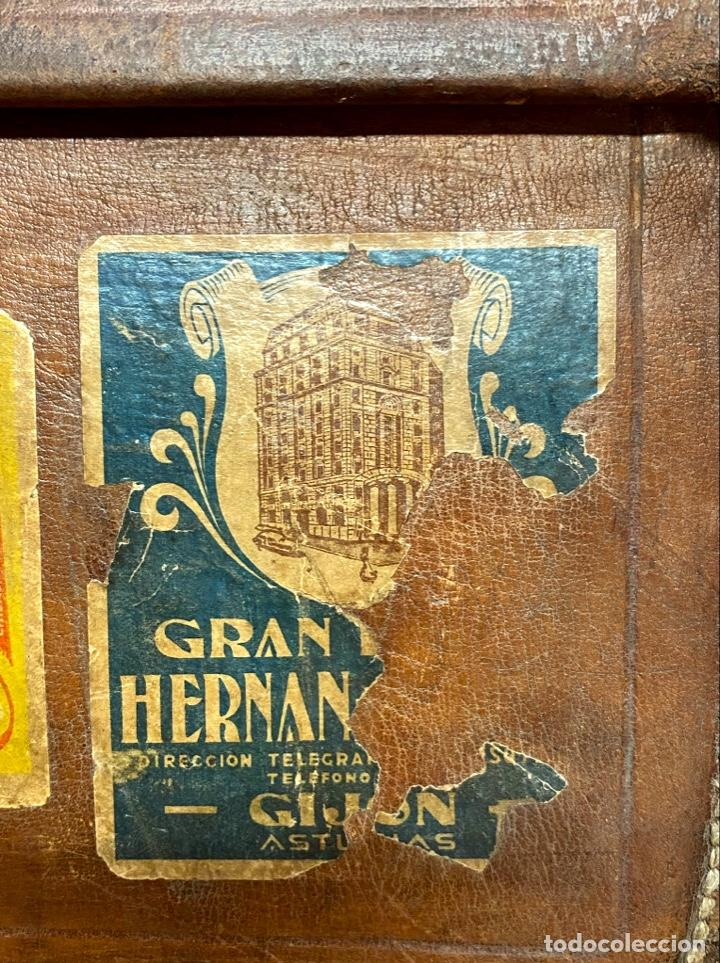 Antigüedades: Maleta de cuero antigua, etiquetas originales, Ritz barcelona, Costa vasca, Gijón, Iberia, limpia - Foto 7 - 210075683