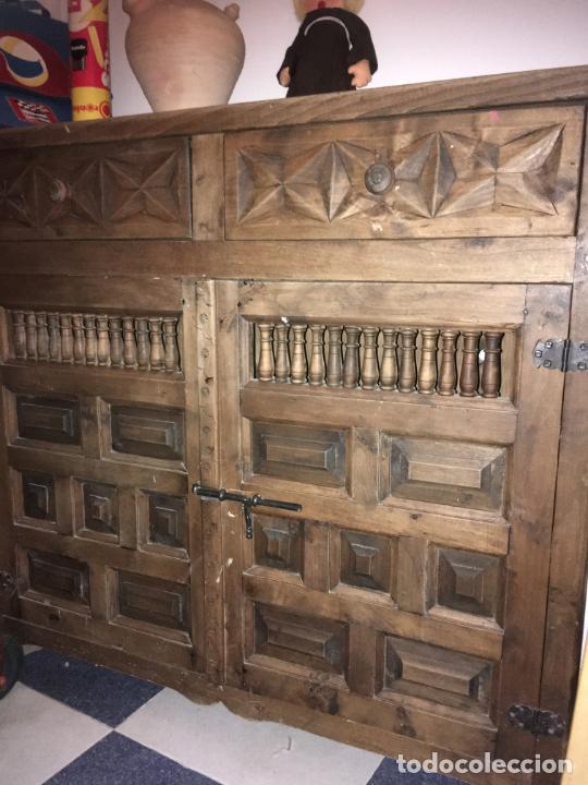 MUEBLE DE ENTRADA ESTILO CASTELLANO MADERA MACIZA. MIDE 110 X 97 X 34. BIEN CONSERVADO (Antigüedades - Muebles Antiguos - Aparadores Antiguos)