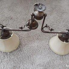 Antigüedades: LAMPARA CON DOS PANTALLAS Y COLGANTES.. Lote 210101228