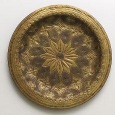 Antigüedades: PLATO DECORATIVO DE METAL. FORMA UNA FLOR. 12,5 CM.. Lote 210111522