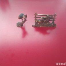Antiguidades: PORTACARTAS DE BRONCE Y FIGURA DE PÁJARO. Lote 210131812