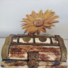 Antigüedades: ANTIGUA CAJA EN HUESO Y LATON. Lote 210135335