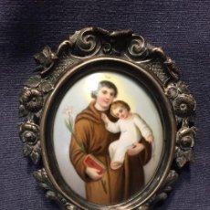 Oggetti Antichi: MEDALLON PORCELANA PINTADA MANO FRANCIA S XIX PLATA REPUJADA GRABADA FLORES SAN ANTONIO Y NIÑO JESUS. Lote 210143670