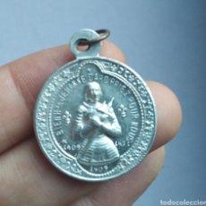 Antigüedades: MEDALLA RELIGIOSA ANTIGUA JUANA DE ARCO Y ARCÁNGEL SAN MIGUEL / 25 X 27 CM. Lote 210149248