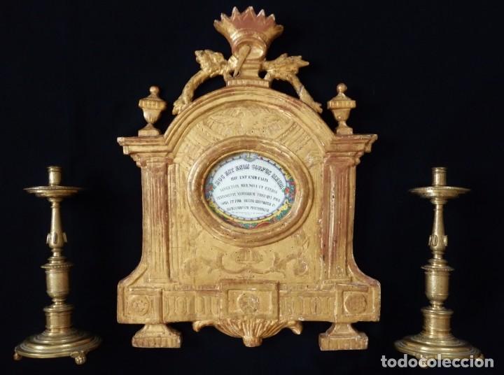 Antigüedades: Importante sacra-porta relicarios, elaborada en madera tallada. Pps. S. XVIII. Mide 64 cm de altura. - Foto 2 - 210151583
