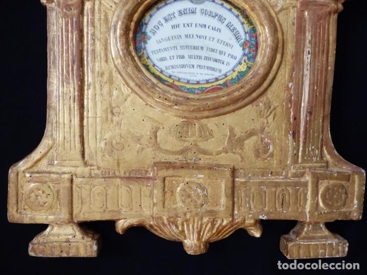 Antigüedades: Importante sacra-porta relicarios, elaborada en madera tallada. Pps. S. XVIII. Mide 64 cm de altura. - Foto 8 - 210151583