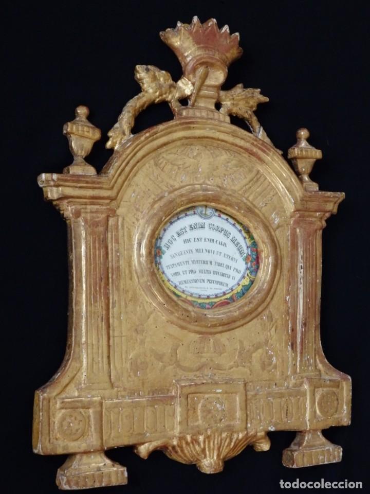 Antigüedades: Importante sacra-porta relicarios, elaborada en madera tallada. Pps. S. XVIII. Mide 64 cm de altura. - Foto 10 - 210151583