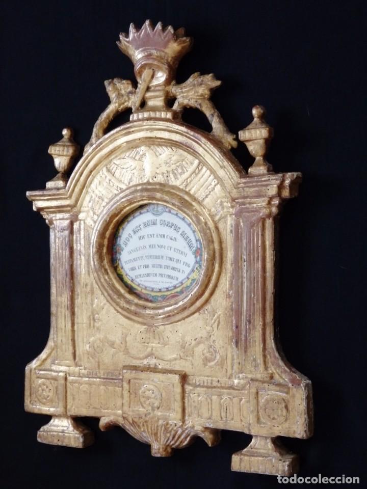 Antigüedades: Importante sacra-porta relicarios, elaborada en madera tallada. Pps. S. XVIII. Mide 64 cm de altura. - Foto 11 - 210151583