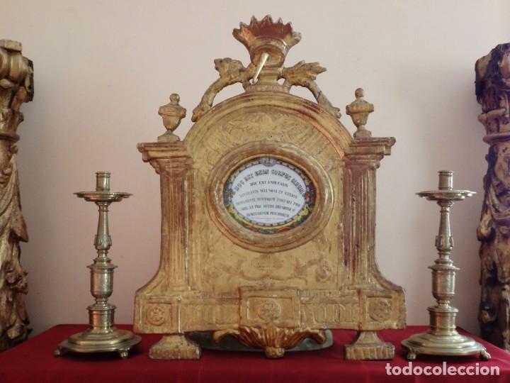 Antigüedades: Importante sacra-porta relicarios, elaborada en madera tallada. Pps. S. XVIII. Mide 64 cm de altura. - Foto 12 - 210151583