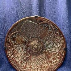 Antigüedades: GRAN PLATO CERAMICA MANISES REFLEJOS METALICOS UMBO CENTRAL PPIO S XX 40CMS. Lote 210154356