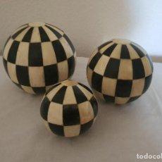 Antigüedades: JUEGO 3 BOLAS DECORACION. Lote 210181066