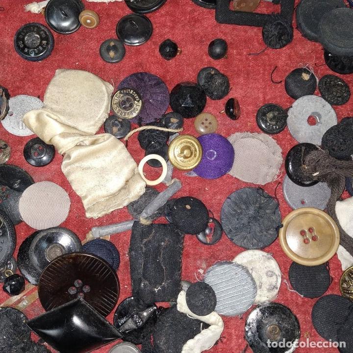Antigüedades: LOTE DE BOTONES. DIVERSOS MATERIALES. ESPAÑA. SIGLO XIX-XX - Foto 3 - 210189682