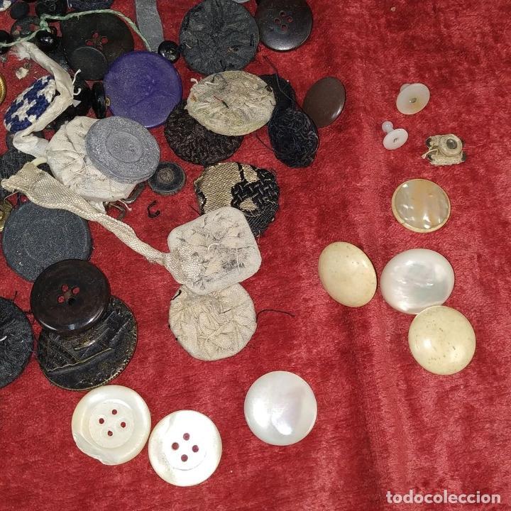 Antigüedades: LOTE DE BOTONES. DIVERSOS MATERIALES. ESPAÑA. SIGLO XIX-XX - Foto 4 - 210189682