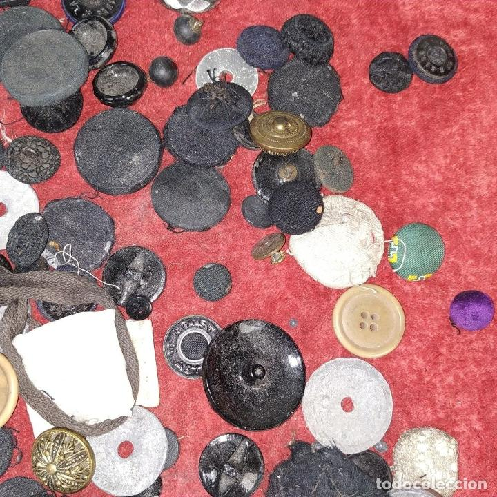 Antigüedades: LOTE DE BOTONES. DIVERSOS MATERIALES. ESPAÑA. SIGLO XIX-XX - Foto 5 - 210189682