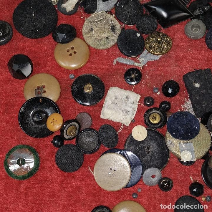 Antigüedades: LOTE DE BOTONES. DIVERSOS MATERIALES. ESPAÑA. SIGLO XIX-XX - Foto 8 - 210189682