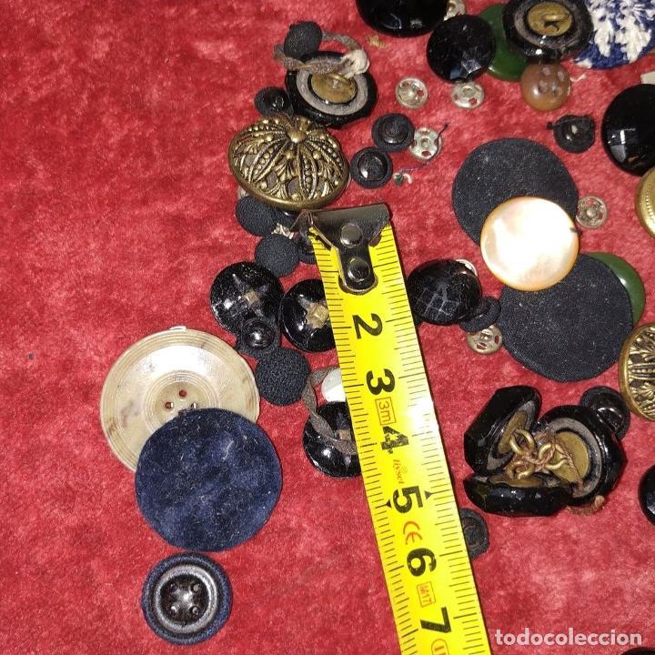 Antigüedades: LOTE DE BOTONES. DIVERSOS MATERIALES. ESPAÑA. SIGLO XIX-XX - Foto 18 - 210189682