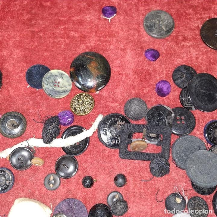 Antigüedades: LOTE DE BOTONES. DIVERSOS MATERIALES. ESPAÑA. SIGLO XIX-XX - Foto 22 - 210189682