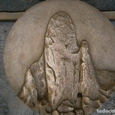 Antigüedades: ¡¡ MEDALLON TALLADO EN METAL¡¡MONTE PAISAGE. Lote 210244285