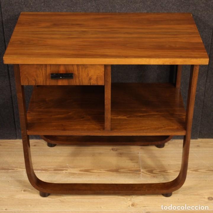 Antigüedades: Mesa auxiliar de diseño italiano en madera de nogal, haya y ebonizada. - Foto 2 - 210270495