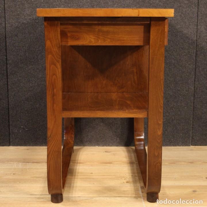 Antigüedades: Mesa auxiliar de diseño italiano en madera de nogal, haya y ebonizada. - Foto 6 - 210270495