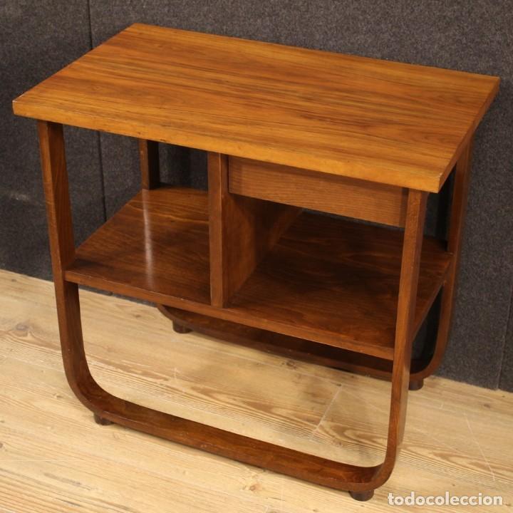 Antigüedades: Mesa auxiliar de diseño italiano en madera de nogal, haya y ebonizada. - Foto 8 - 210270495