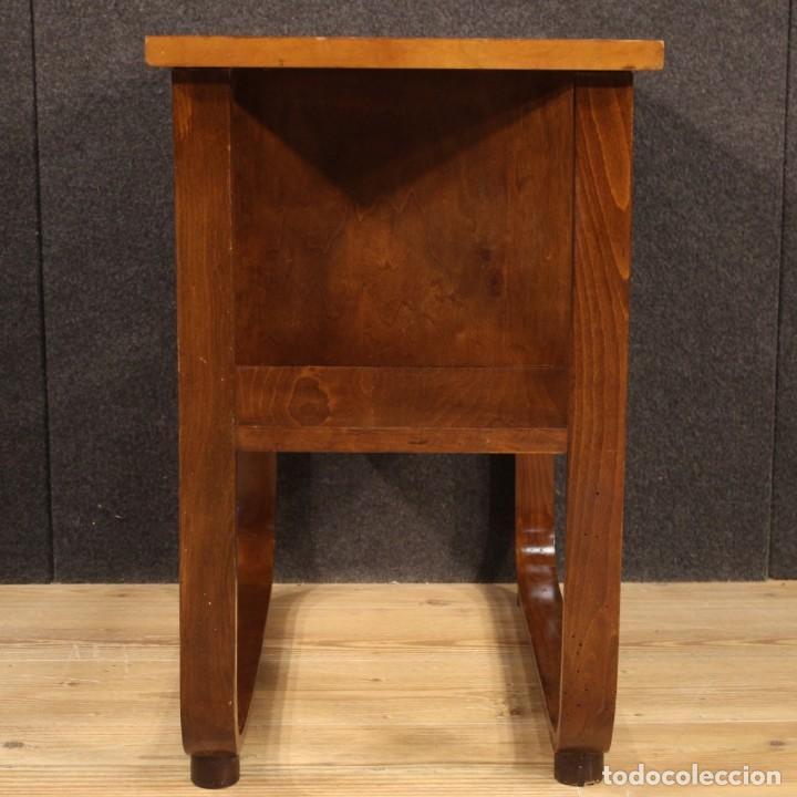 Antigüedades: Mesa auxiliar de diseño italiano en madera de nogal, haya y ebonizada. - Foto 9 - 210270495