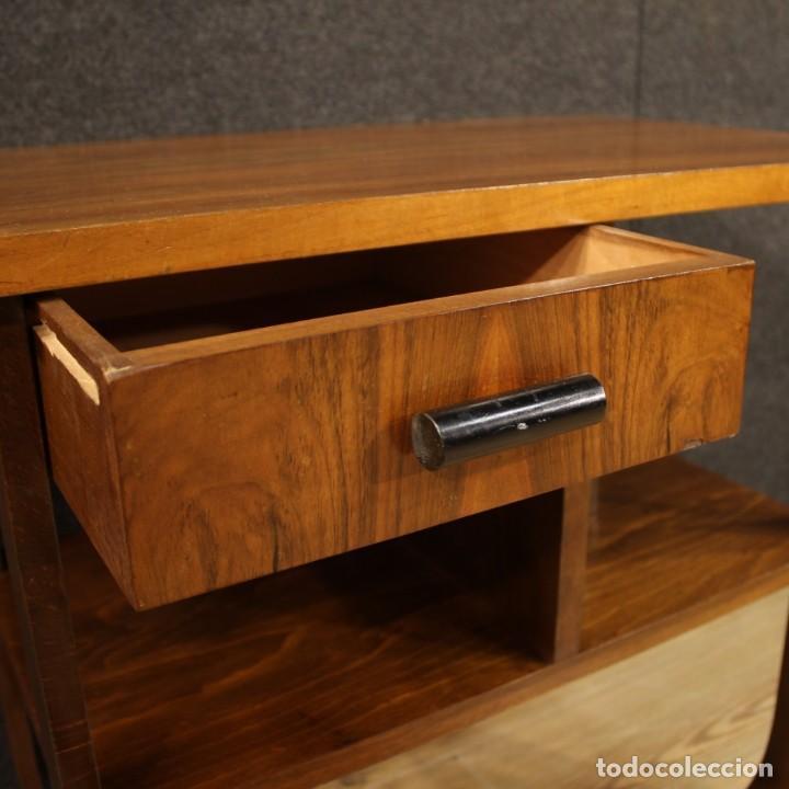 Antigüedades: Mesa auxiliar de diseño italiano en madera de nogal, haya y ebonizada. - Foto 10 - 210270495