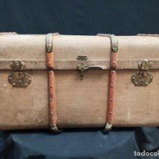 Antigüedades: ANTIGUO BAÚL MADERA ENTELADO CON REFUERZOS DE MADERA Y METAL. A1. Lote 210274223