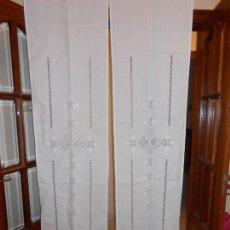 Antigüedades: MAGNIFICO PAREJA 2 CORTINAS LINO,DESHILADOS Y BORDADOS A MANO. 45 X 180 CM.BLANCO CRUDO.NUEVOS. Lote 210285922