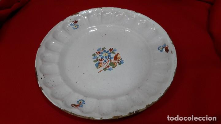 S.XVIII. PLATO ALCOREÑO. SERIE DEL RAMITO. 21 CM. (Antigüedades - Porcelanas y Cerámicas - Alcora)