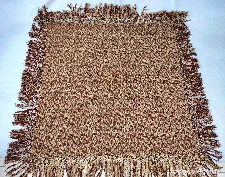 Antigüedades: Antiguo mantón de lana en tonos marrón y crema - Foto 2 - 210306928