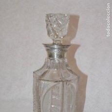 Antigüedades: BOTELLA LICORERA DE VIDRIO CRISTAL TALLADO Y PLATA DE LEY. Lote 210320422