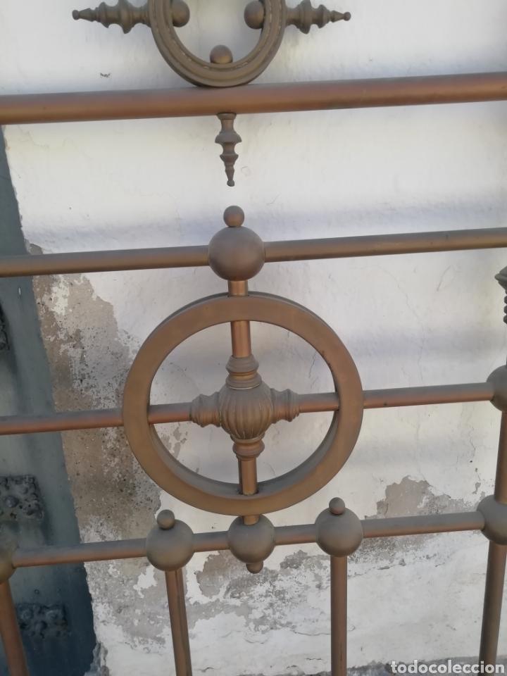 Antigüedades: Antiguo cabecero dorado de 140 - Foto 2 - 210325286