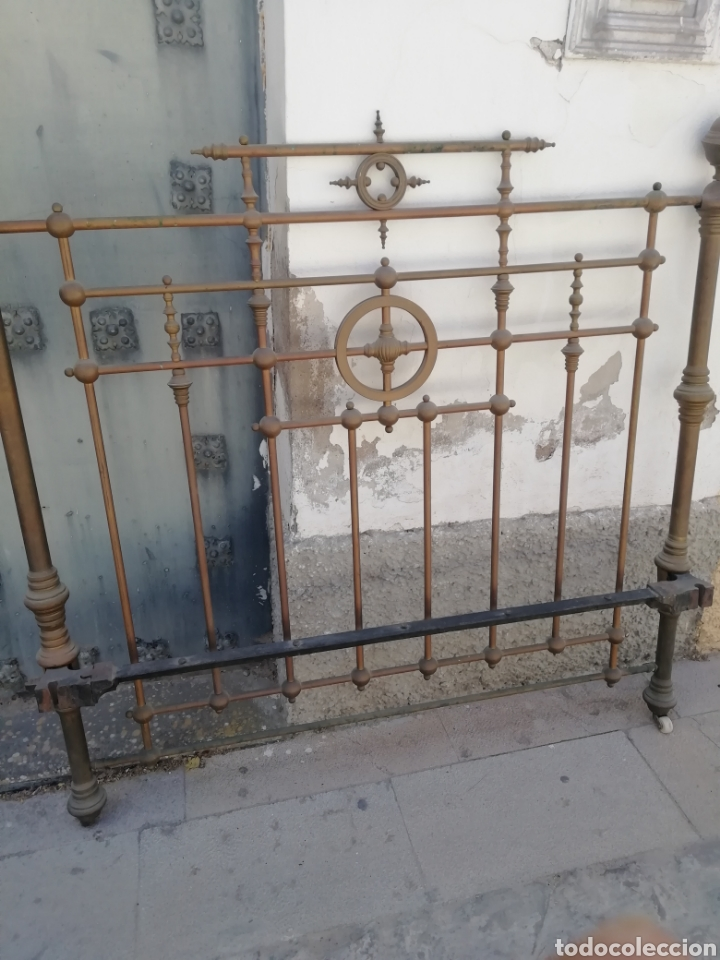 ANTIGUO CABECERO DORADO DE 140 (Antigüedades - Muebles Antiguos - Camas Antiguas)
