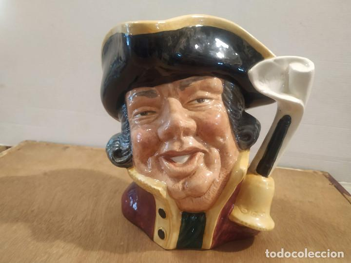 JARRA ROYAL DOULTON - TOWN CRIER (PREGONERO) (Antigüedades - Porcelanas y Cerámicas - Inglesa, Bristol y Otros)