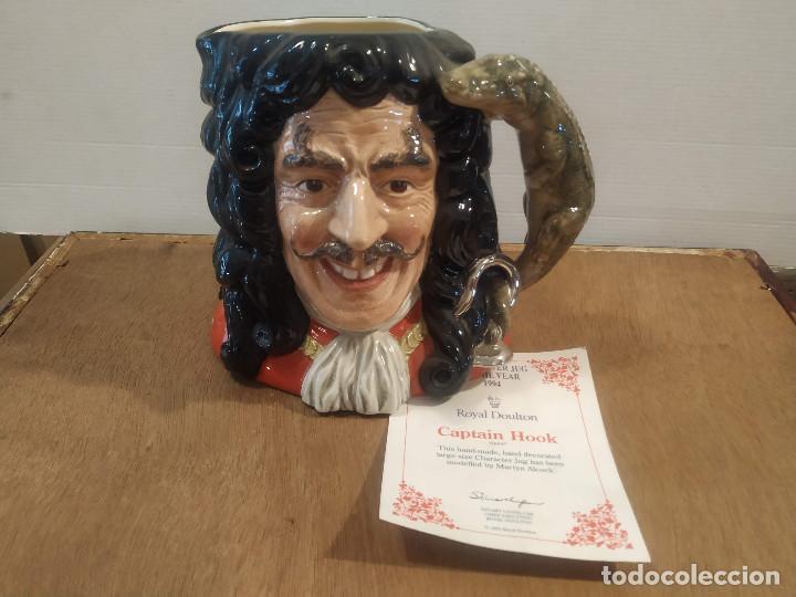 JARRA ROYAL DOULTON - CAPTAIN HOOK (CAPITAN GARFIO) (Antigüedades - Porcelanas y Cerámicas - Inglesa, Bristol y Otros)