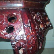 Antigüedades: PEDESTAL DE MADERA CON MARMOLINA. Lote 210345446