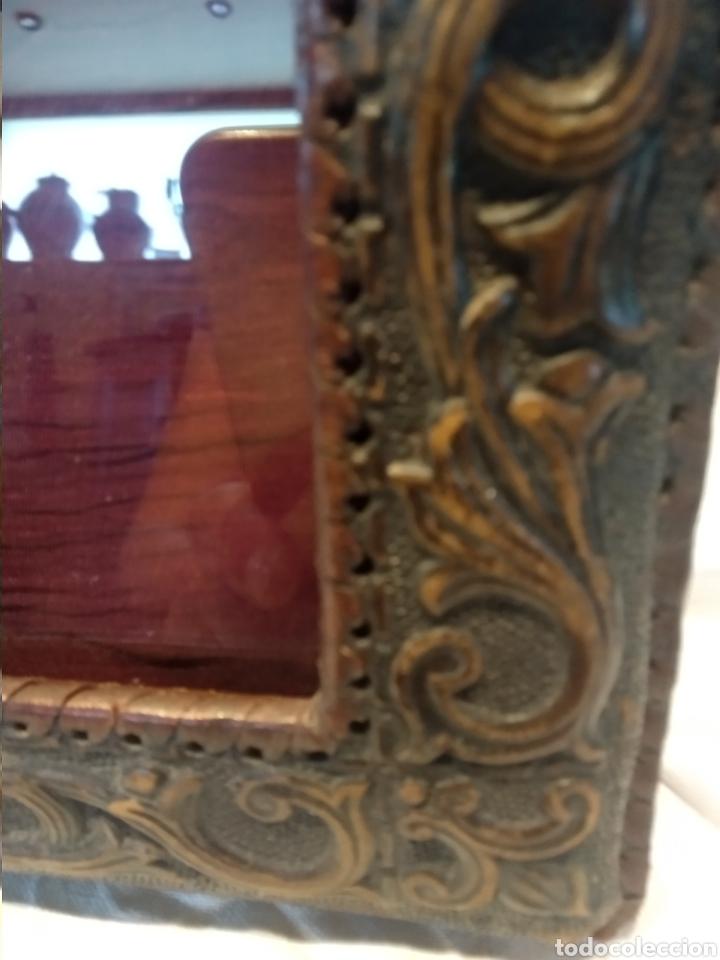 Antigüedades: Marco doble cuero repujado sobremesa - Foto 3 - 210359536