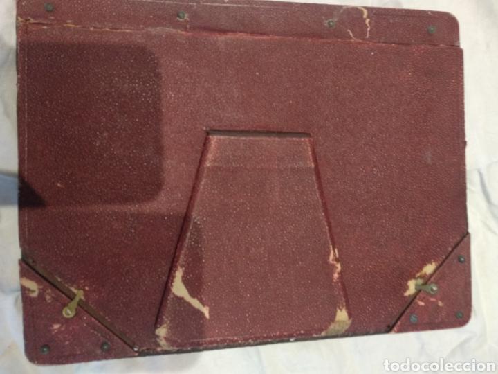 Antigüedades: Marco doble cuero repujado sobremesa - Foto 6 - 210359536