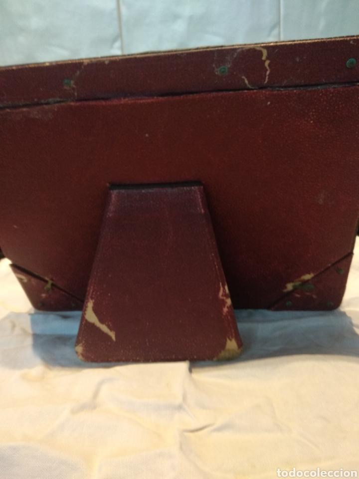 Antigüedades: Marco doble cuero repujado sobremesa - Foto 7 - 210359536