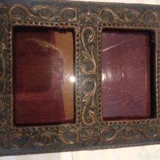 Antigüedades: MARCO DOBLE CUERO REPUJADO SOBREMESA. Lote 210359536