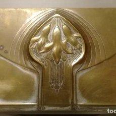 Antigüedades: CAJA MODERNISTA DE METAL. FECHA GRABADA 1911. INTERIOR DE SEDA.. Lote 210410370