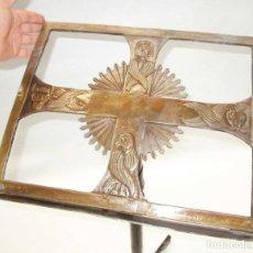 Antigüedades: FANTASTICO ATRIL IGLESIA S XVIII CON LOS 4 EVANGELISTAS EN BRONCE BURILADO. Lote 210425001