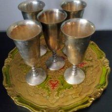 Antigüedades: BANDEJA FLORENTINA CON COPAS DE ALPACA. Lote 210431892