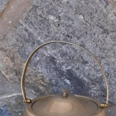 Antigüedades: GALLETERO INGLES DE MADERA , INTERIOR DE PORCELANA. Lote 210452192