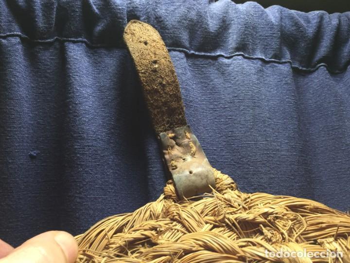 Antigüedades: ZURRON ESPARTO CORREA CUERDA ARTESANAL CUERO PPIO S XX 40X36X18CMS - Foto 22 - 210460600