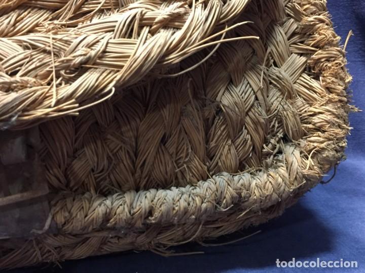Antigüedades: ZURRON ESPARTO CORREA CUERDA ARTESANAL CUERO PPIO S XX 40X36X18CMS - Foto 23 - 210460600